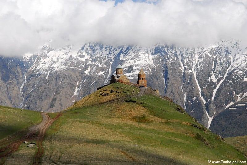 Kazbegi-Gergeti-Dreifaltigkeits-kirche Trailrunning